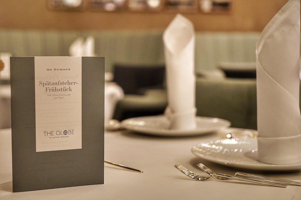 Auch auf dem Luxuskreuzfahrtschiff MS EUROPA werden feinste feinste Produkte von Caviar House und Prunier kredenzt