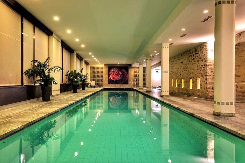 Für Schwimmer, der 24 Meter lang Indoor Pool