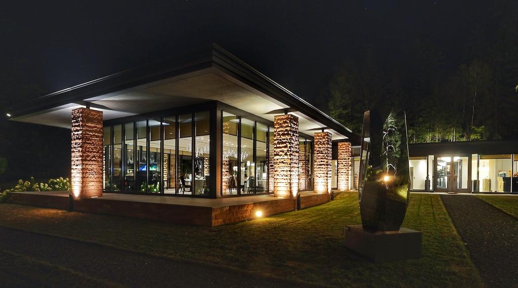 Allabendlich erstrahlt das 2 Sterne Restaurant in bezaubernder Beleuchtung