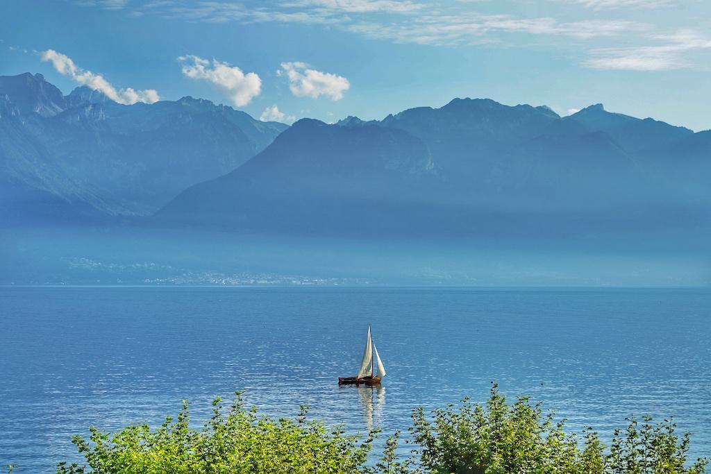 Von der Spa-Terrasse aus, kann der unverbaute Blick auf den Genfersee genossen werden