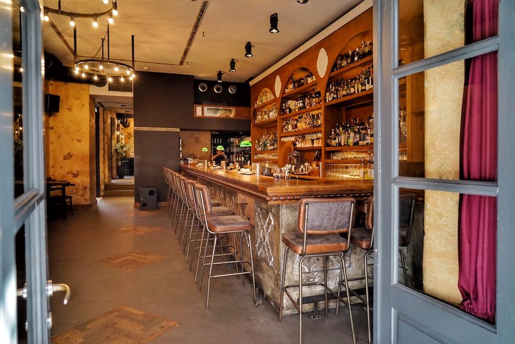 Im Stadtteil Monastiraki stehen jeden Morgens ab 10 Uhr die Türen im The Clumsies offen - hereinspaziert zur 6 besten Bar der Welt