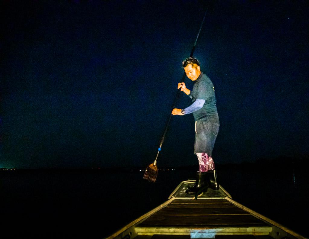 Zwölf-Zacken, Balance und zwei scharfe Augen sind nötig, um beim Speerfischen auch Beute zu machen / © FrontRowSociety.net, Foto: Georg Berg