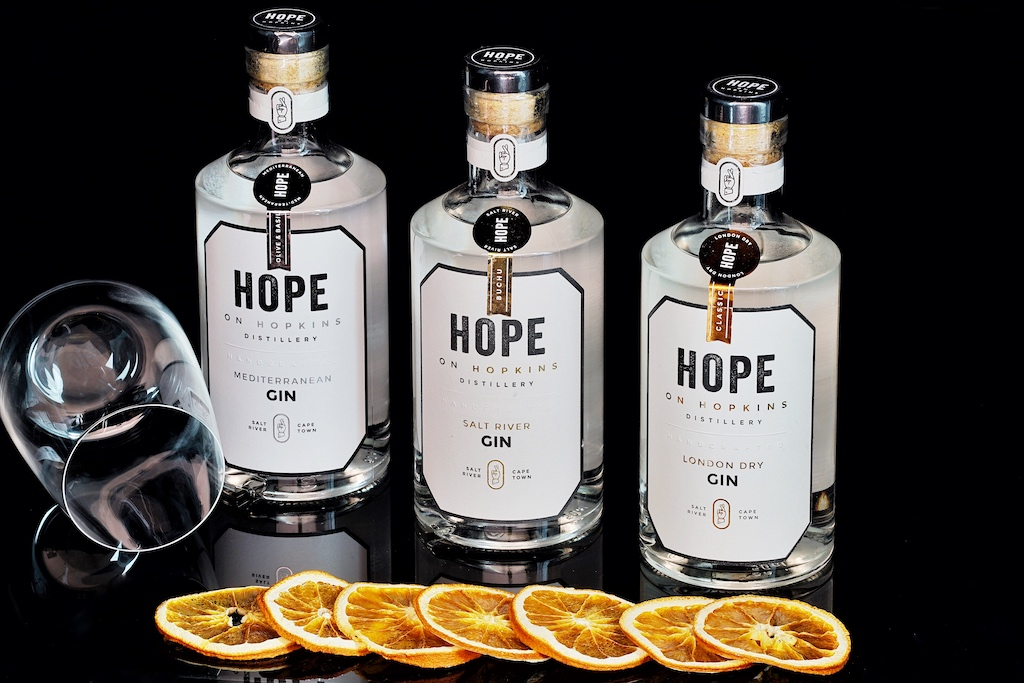 Die drei Top Produkte von Hope on Hopkins: Gin London Dry, Gin Mediterranean sowie Salt River