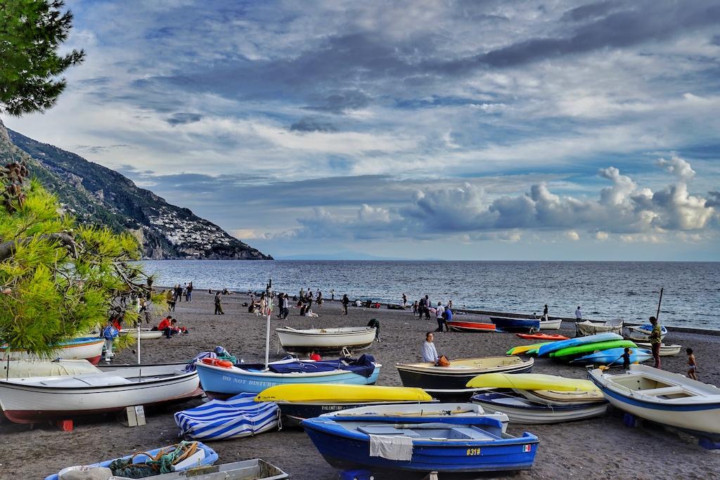 Die Amalfiküste ... schöne Orte ziehen sich wie Perlen an der Schnurr entlang, wie hier Positano