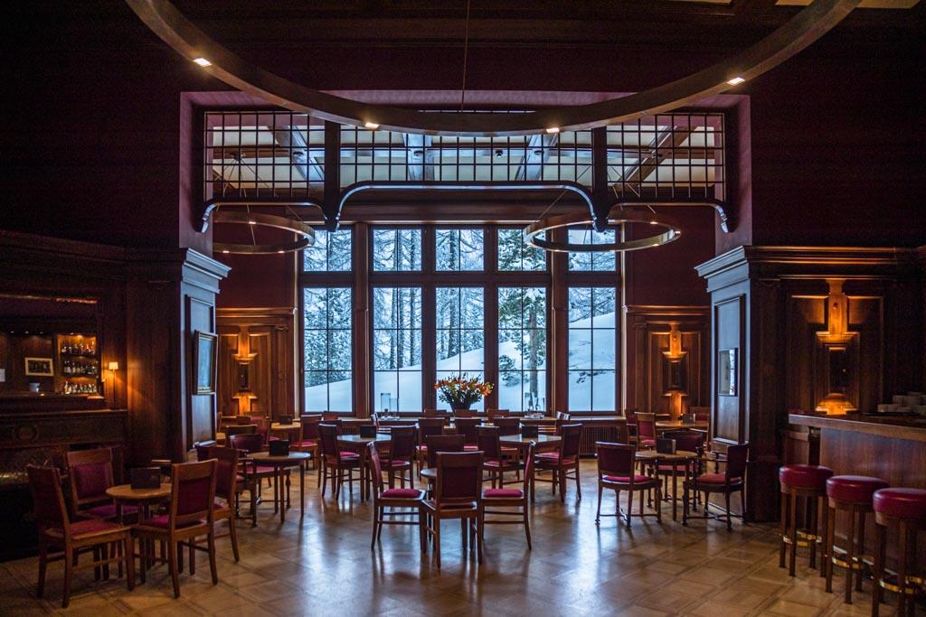 Die Bar mit Blick ins Schneegestöber / © FrontRowSociety.net, Foto: Georg Berg