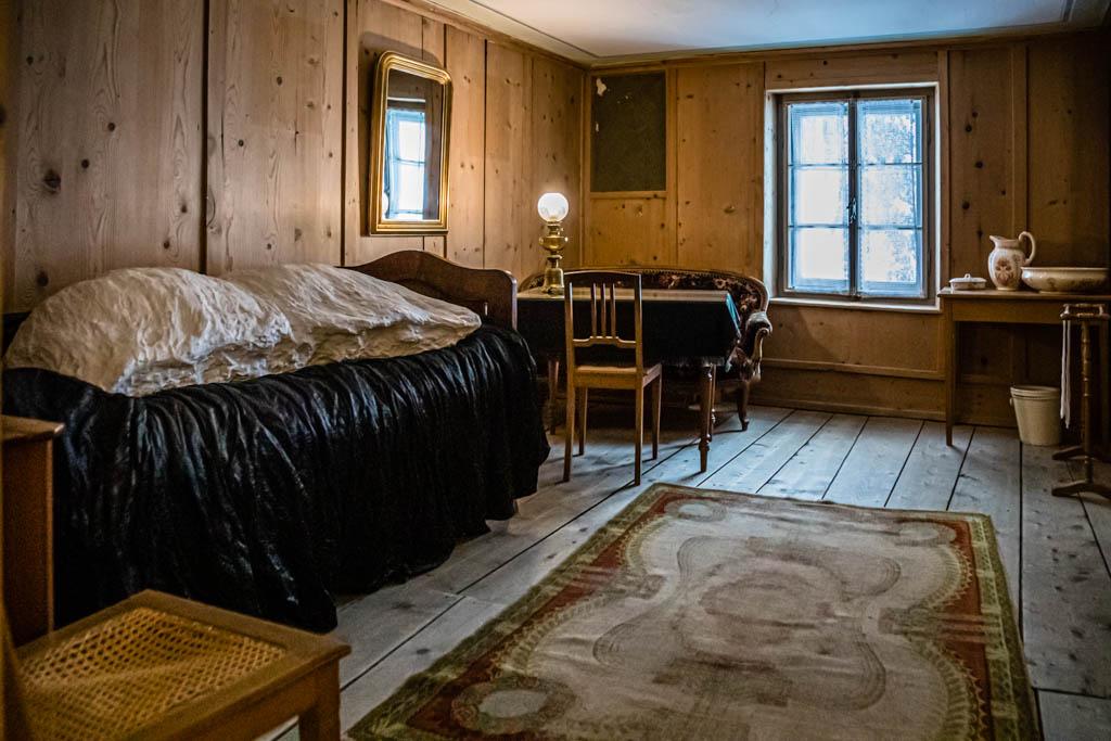 Nietzsches Zimmer in Sils Maria. Das Klima im Engadin war seiner Gesundheit förderlich / © FrontRowSociety.net, Foto: Georg Berg