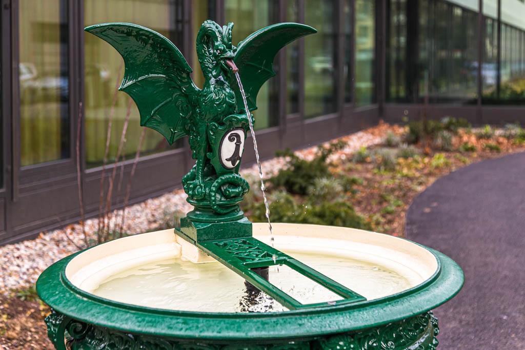 Die Figur auf den Baseler Basilisken-Brunnen spielt auch in der Harry Potter Erzählung in der Kammer des Schreckens eine Rolle / © FrontRowSociety.net, Foto: Georg Berg