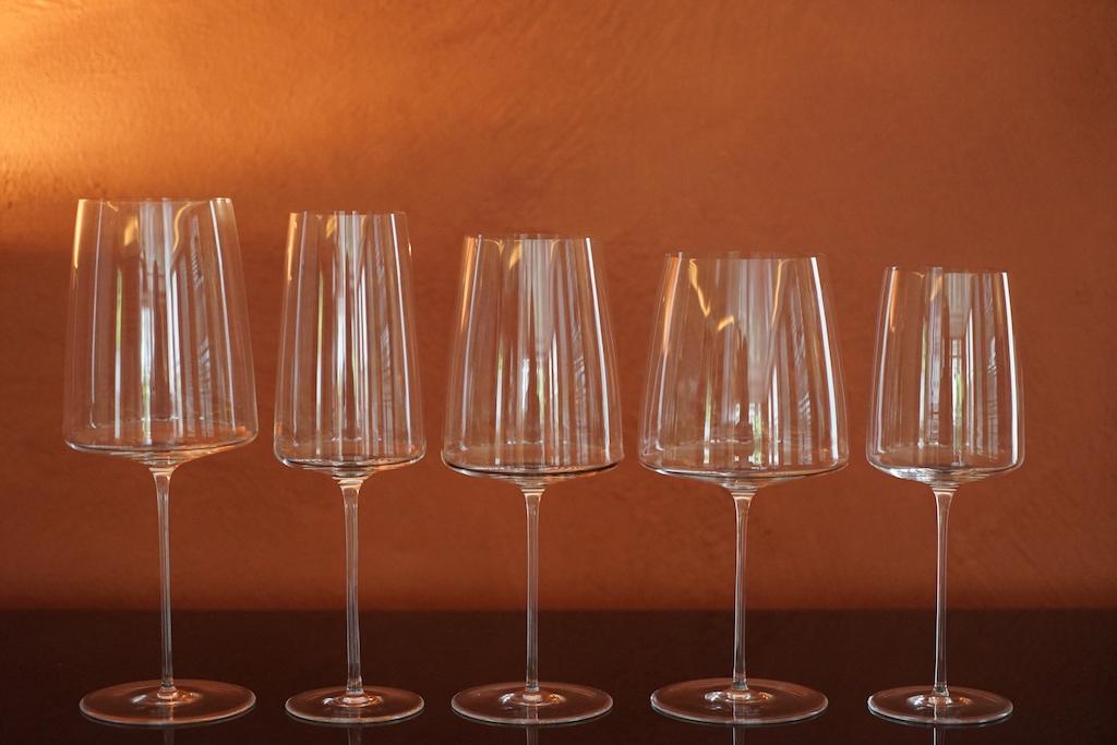 Die Glasmanufaktur Zwiesel Schott hat hier die Serie Simplify auf den Markt gebracht, welche die gesamte Bandbreite abdeckt