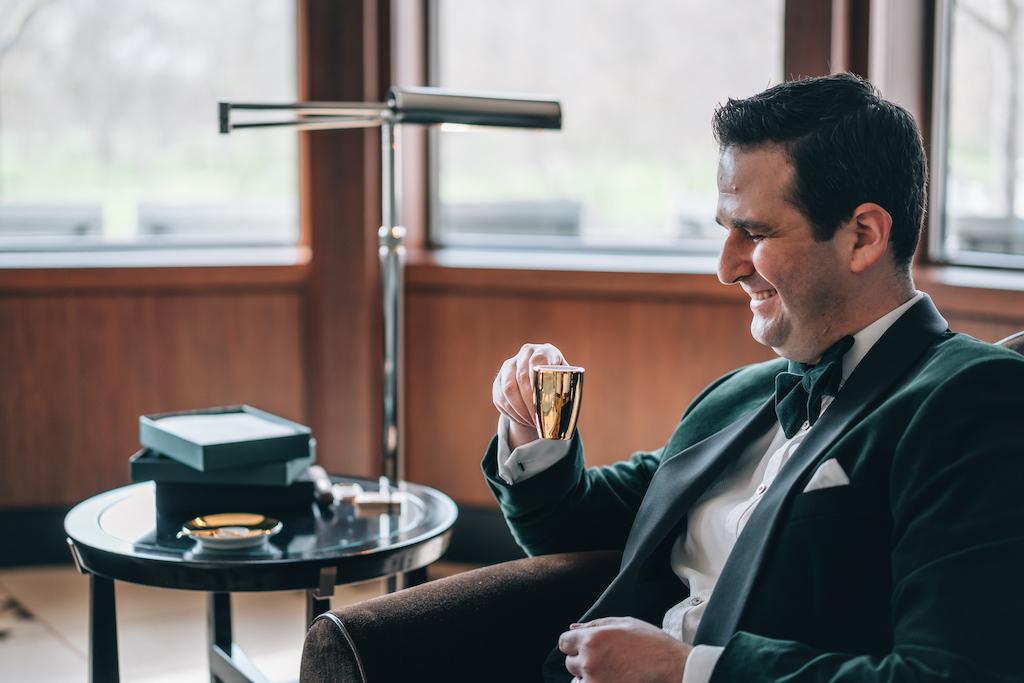 """Amir Gehl, Founder von """"The Difference Coffee Company"""", bei einer guten Tasse Kaffee"""