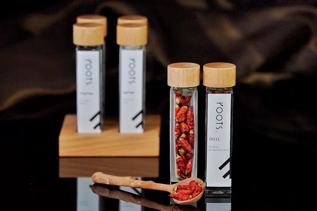 Die Chilli wird im biodynamischen Kleinanbau auf Kreta produziert