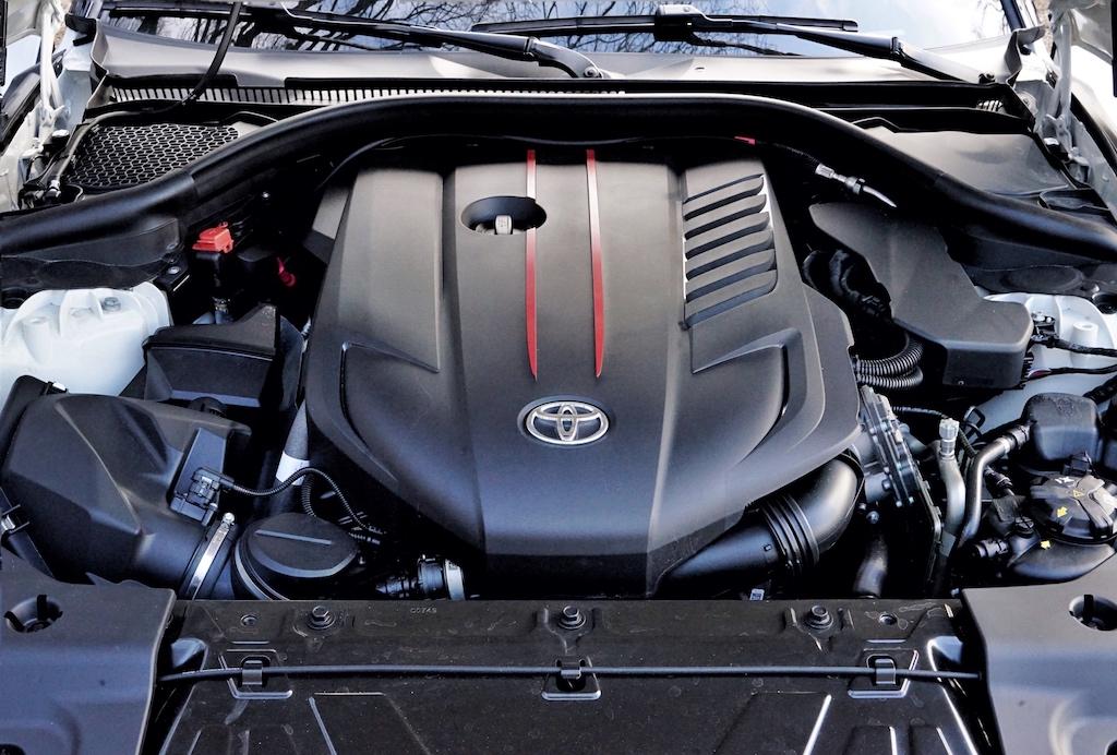 Unter der Haube arbeitet ein 3 Liter Sechszylinder Motor mit Twin-Scroll Turbolader