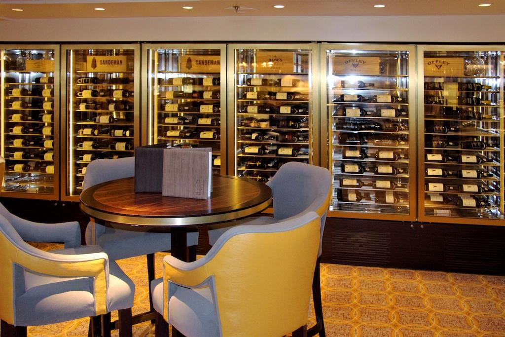 """Das Wein-Sortiment auf den Schiffen der Cunard Line (wie hier in der Carinthia Lounge der """"Queen Mary 2"""") ist seit Jahrzehnten Legende"""