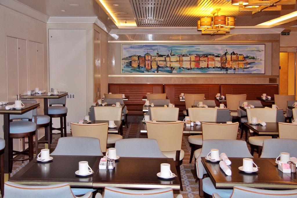Selbst im Büffet-Restaurant Kings Court speist man mit Stil, Wedgwood-Porzellan inklusive. Das Restaurant wurde 2016 einem Umbau unterzogen