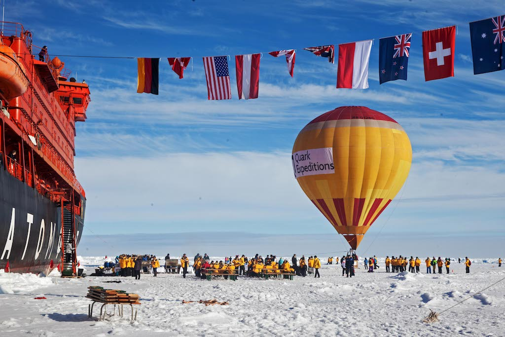 Angekommen auf dem magischen Punkt 90 Grad Nord mit grossem Nordpolfest