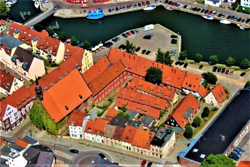 Das baulich geschlossene Heilgeistkloster aus der Zeit vor dem Dreißigjährigen Krieg