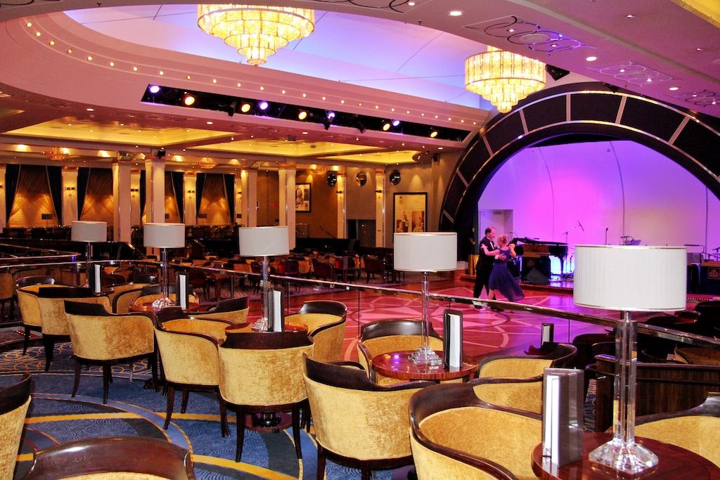 """Der Queens Room an Bord der """"Queen Mary 2"""" ist ein klassischer Ballsaal, in dem aber auch der traditionelle Afternoon Tea serviert wird"""