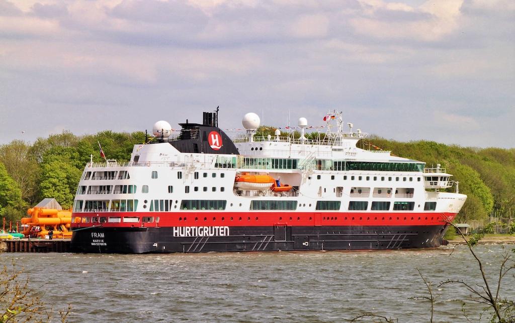 Das bekannte Expeditionsschiff MS FRAM von Hurtigruten hat erstmals in Stralsund angelegt
