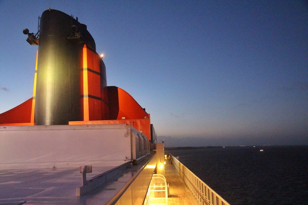 Kurs Hamburg. Viele Atlantiküberquerungen beginnen und enden in der Hansestadt, das Teilstück über die Nordsee kann man dagegen als Mini-Kreuzfahrt buchen