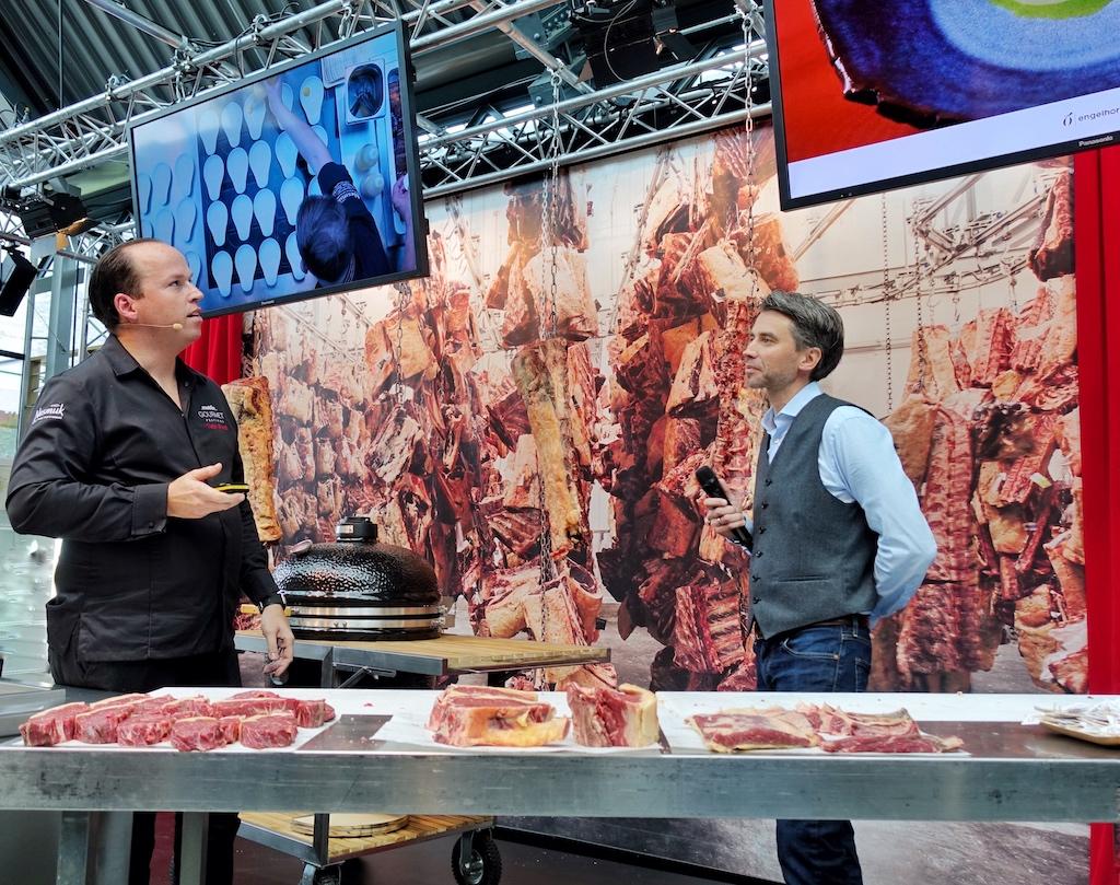 2 Sterne Koch Tristan Brandt (li.) ist ein gefragter Akteur bei den unterschiedlichsten gastronomischen Events. Auch bei der Excellence from farm to table, die Frank Albers (re.), Inhaber von Albers Food, jedes zweite Jahr veranstaltet, ist seine Kompetenz gefragt