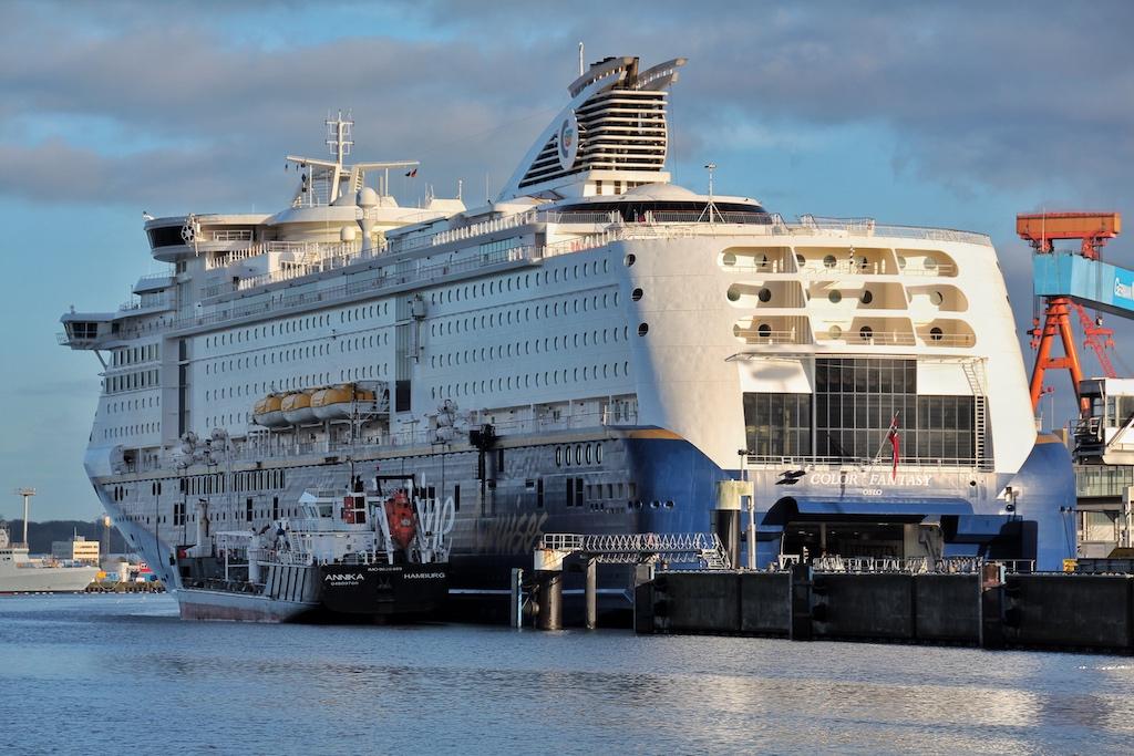 Die COLOR FANTASY im Seehafen Kiel