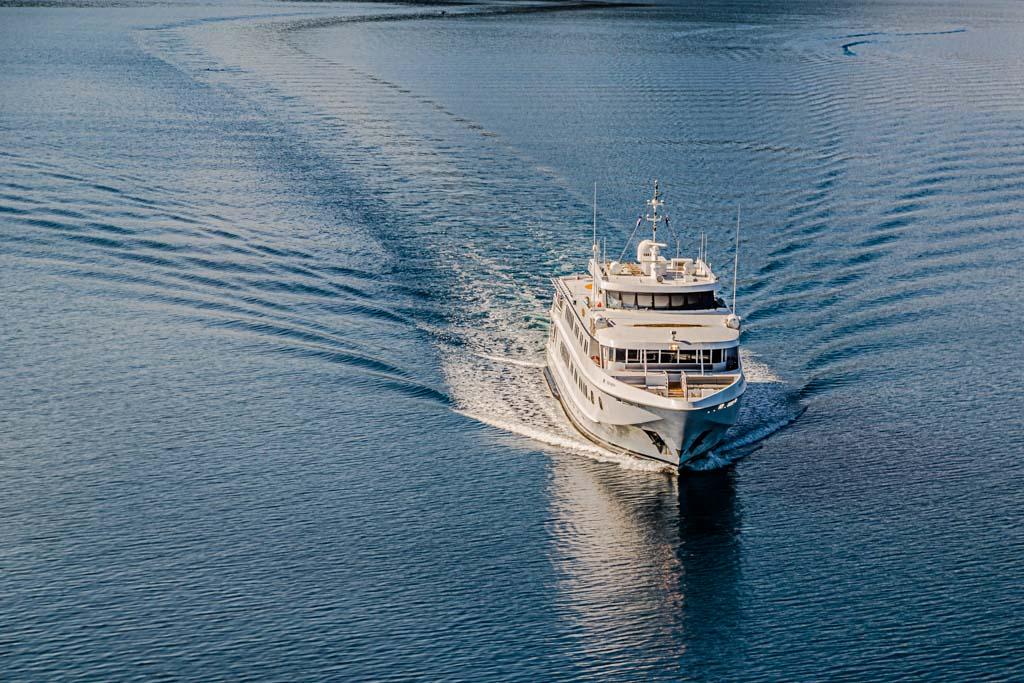 Die Mega-Yacht True North unterwegs zwischen Australien, Indonesien und Papua Neuguinea / © FrontRowSociety.net, Foto: Georg Berg