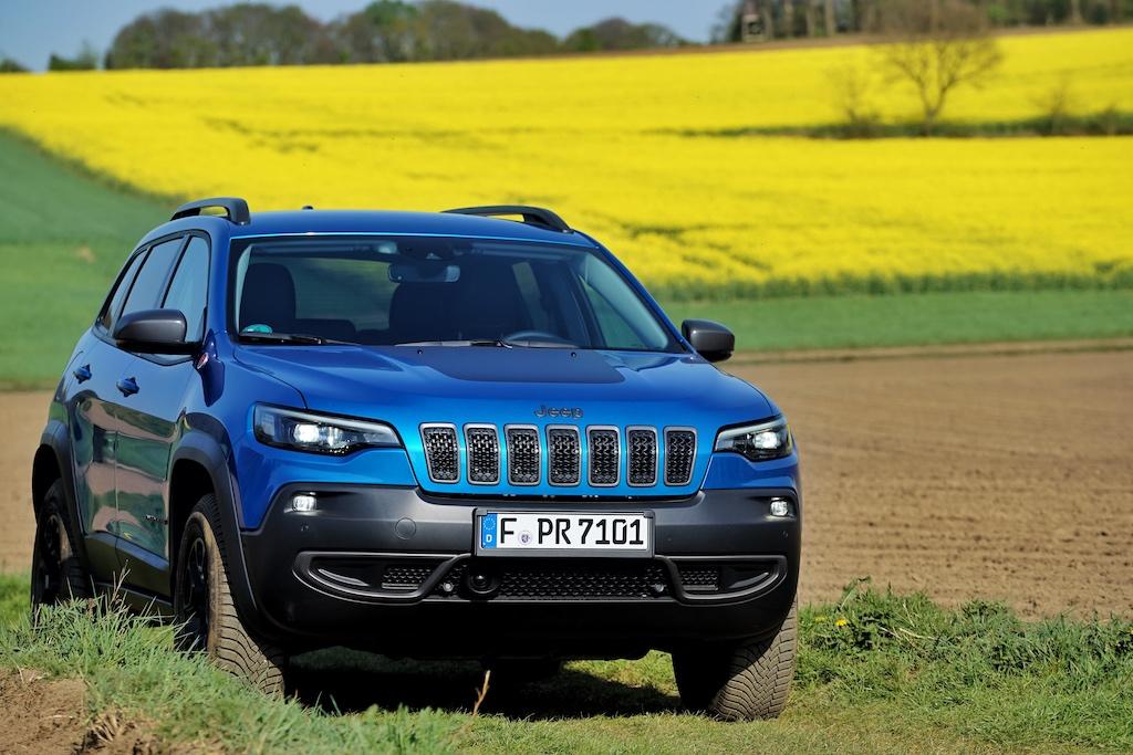 Die Frontpartie des Jeep Cherokee wirkt sehr ansprechend