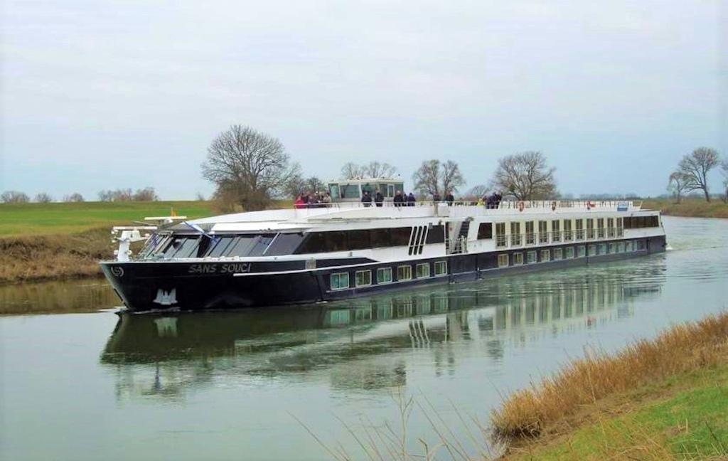 Flaggschiff MS SANS SOUCI bei Bernburg auf der Saale unterwegs