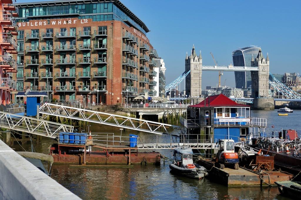 Am Butler's Wharf, wo einst Tee umgeschlagen wurde, befindet sich heute am Fuße der Tower Bridge eine beliebte Flaniermeile