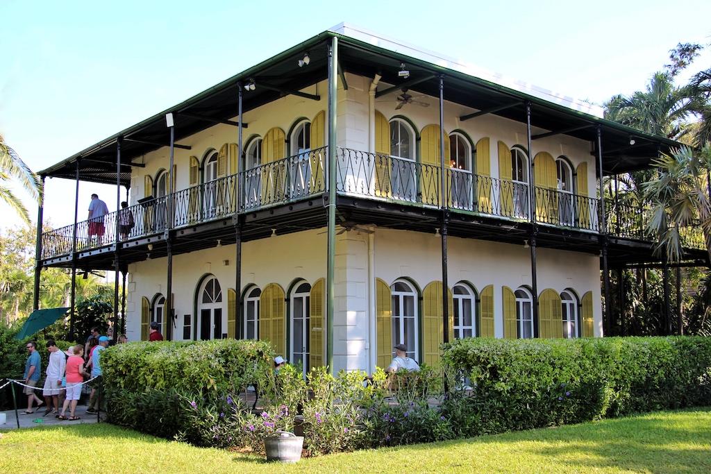 """Hemingways Wohnhaus in Key West ist äußerlich unscheinbar, trotzdem wird """"907 Whitehead Street"""" tagsüber zur Pilgerstätte für Hemingway-Fans"""