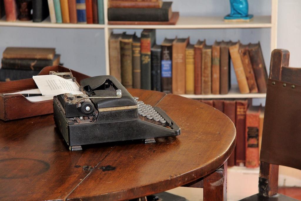 Ein Stück Literaturgeschichte: Hemingways Schreibmaschine steht in seinem alten Arbeitszimmer, als würde der berühmte Autor jederzeit wiederkommen