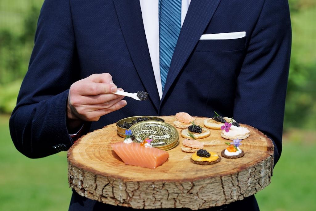 Zum guten Lachs darf auch gerne ein wenig Kaviar gereicht werden