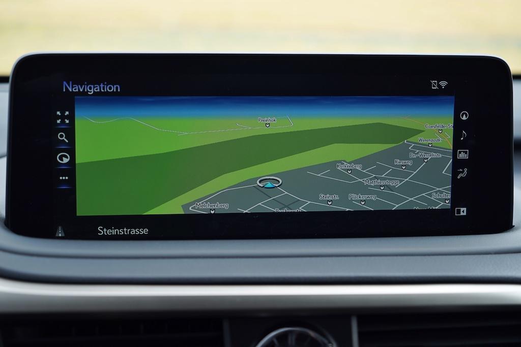 Dem neuen RX hat man ein 12,3-Zoll-Multimedia-Touchscreen spendiert