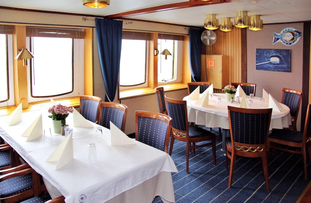 """Das Restaurant der """"Nordstjernen"""" ist wie viele öffentliche Räume an Bord nach der letzten Renovierung gemütlicher als je zuvor"""
