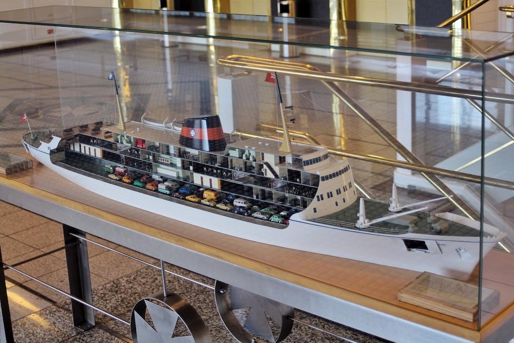 """Blickfang für Groß und Klein: das Aufschnitt-Modell der alten DFDS-Fähre """"England"""""""