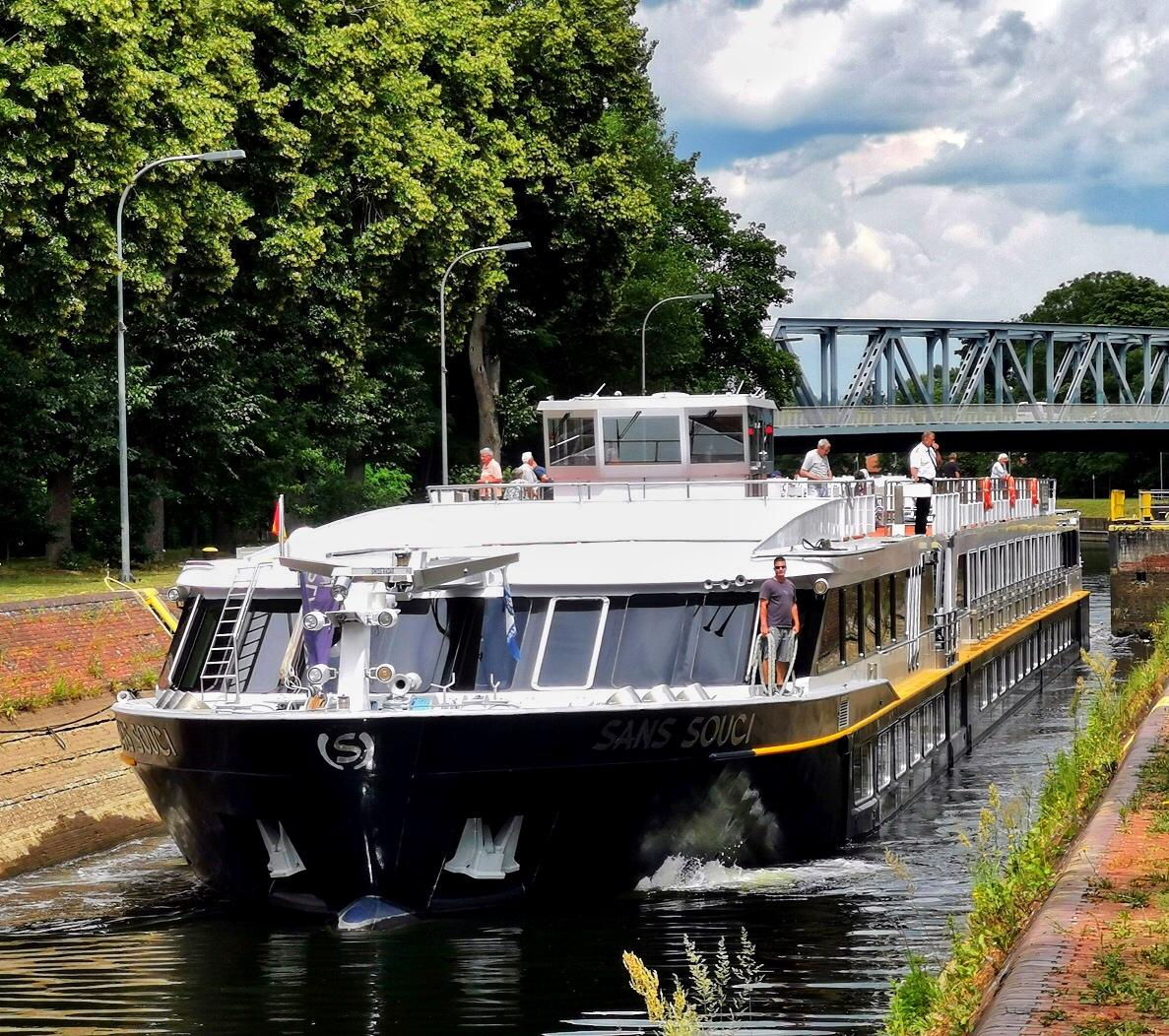 MS SANS SOUCI läuft in die Schleuse von Rathenow ein / © FrontRowSociety.net, Foto: Dr. Peer Schmidt-Walther