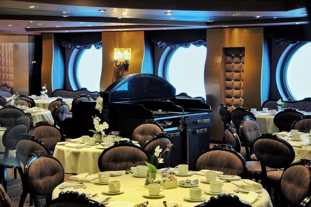 """Stilvoll speisen kann am auf der """"MSC Divina"""" am besten im Black Crab Restaurant"""