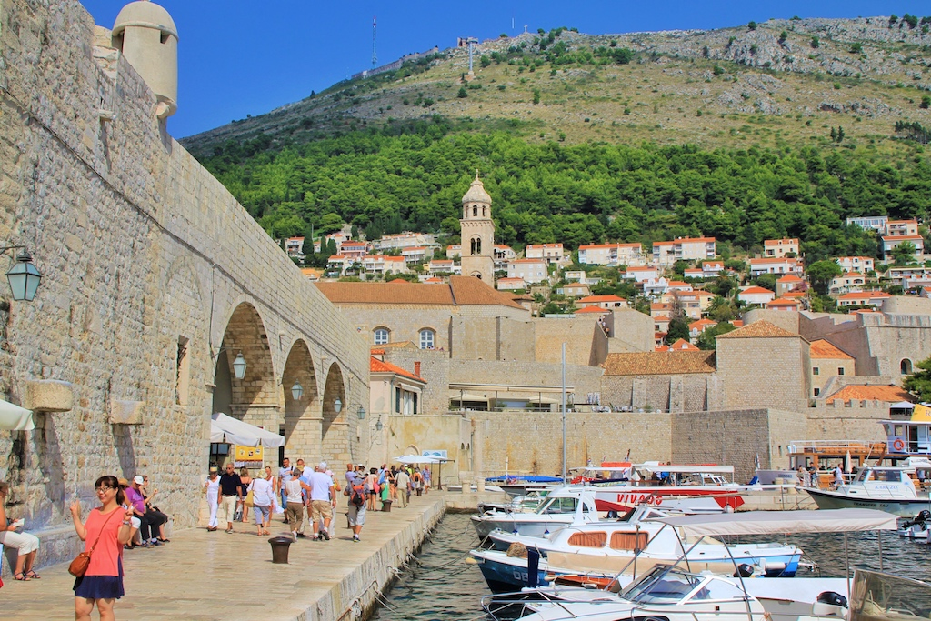 Promenade an der Stadtmauer zum Hafen