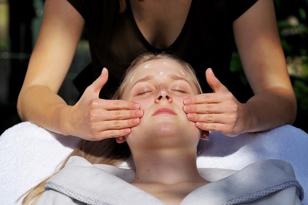 Balsam für Haut und Seele - eine beruhigende und vitalisierende Gesichtsmassage