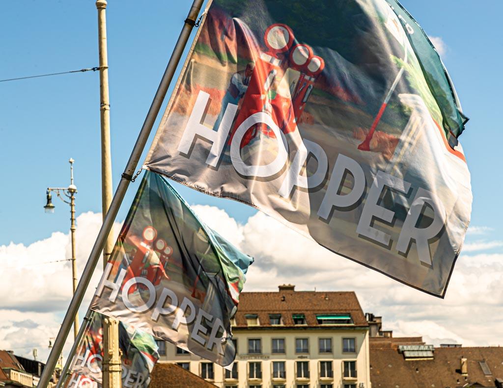 Flaggen auf der Rheinbrücke weisen auf die Edward Hopper Ausstellung hin / © FrontRowSociety.net, Foto: Georg Berg