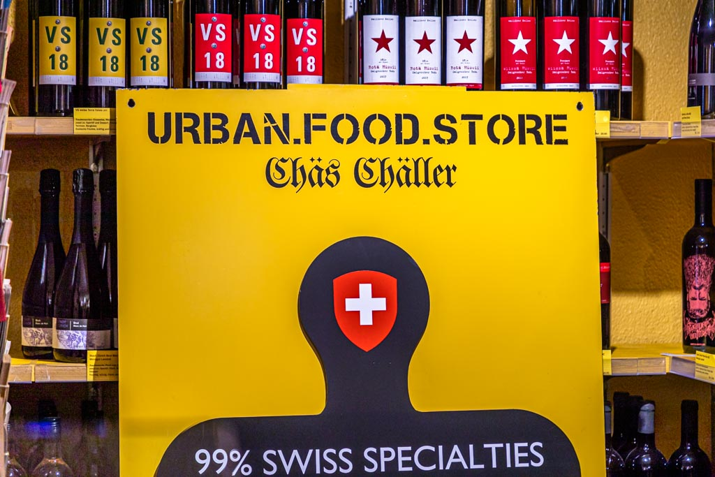 Bei der Tour durch Zürich dreht sich alles um Schweizer und wenn immer möglich Zürcher Spezialitäten. Um viele Produkte ranken sich schöne Geschichten / © FrontRowSociety.net, Foto: Georg Berg