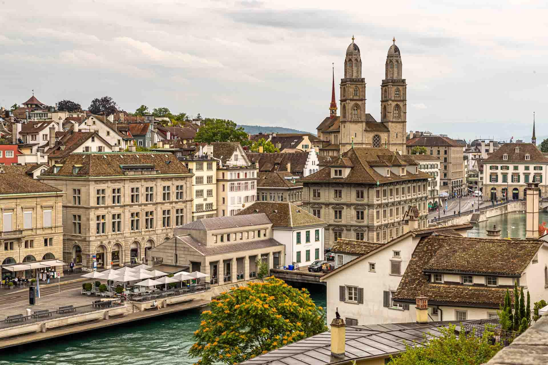 Blick auf die Altstadt von Zürich mit Limmat und Großmünster / © FrontRowSociety.net, Foto: Georg Berg