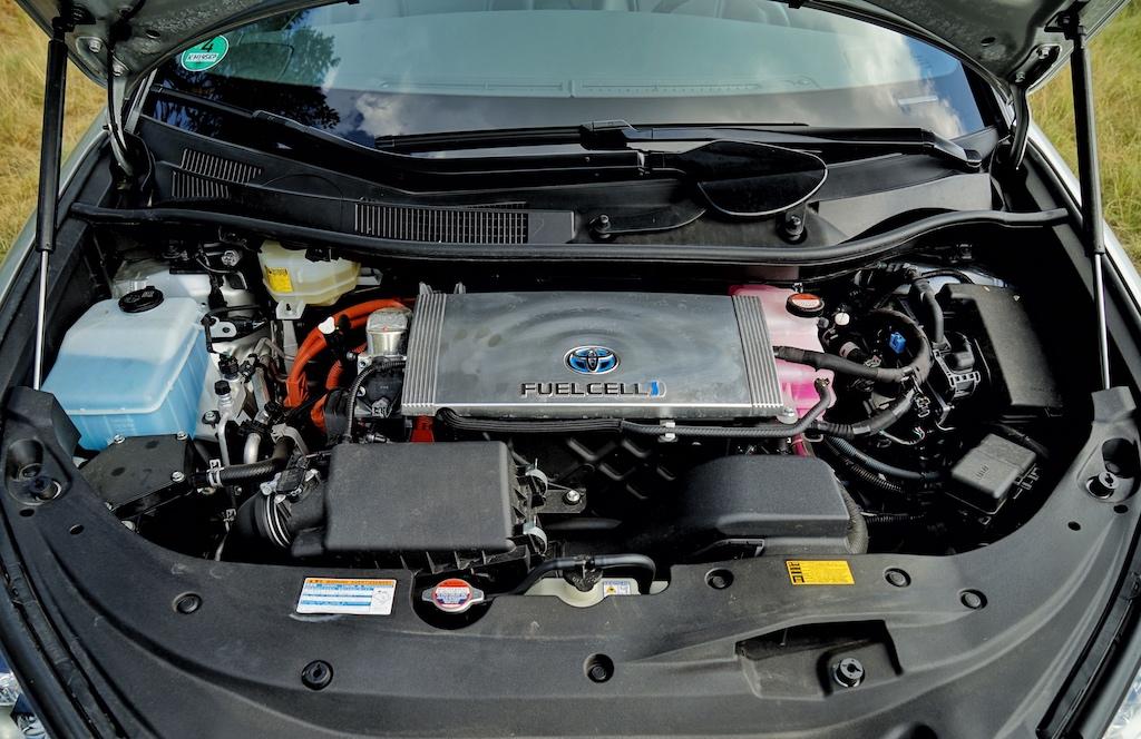 Zwei Hochdrucktanks versorgen den Motor mit Wasserstoff