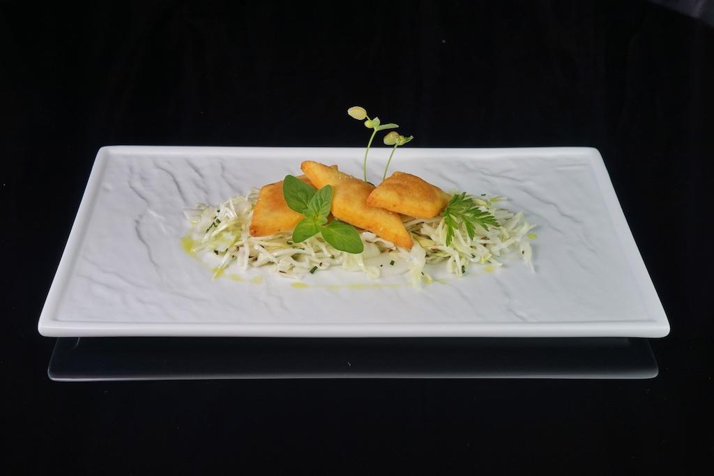 ... Kartoffeln-Plattlan verarbeitet; angerichtet mit Krautsalat ist es ein gesundes Gericht