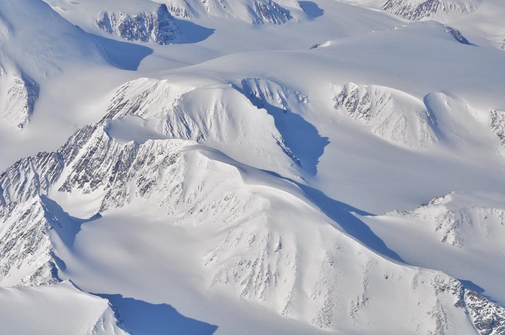 Die Region rund um Spitzbergen. Aufgenommen auf einem Spezialf-Tiefflug auf dem zum Nordpol