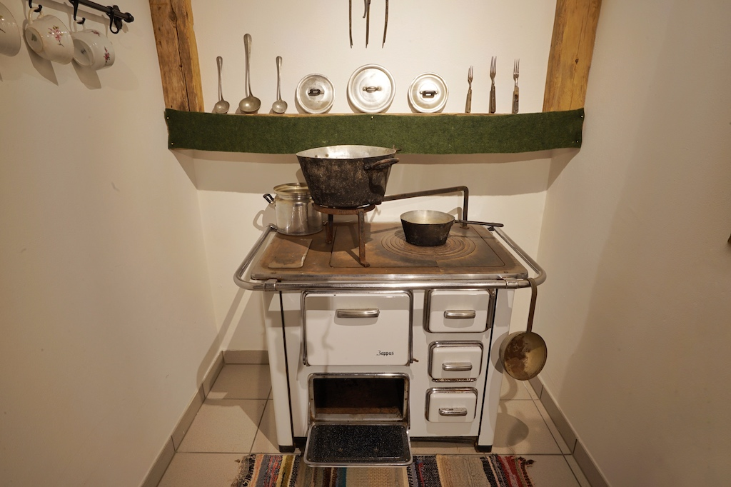Im unteren Teil des Hotels hat Familie Moosmair ein kleines Museum eingerichtet, ..