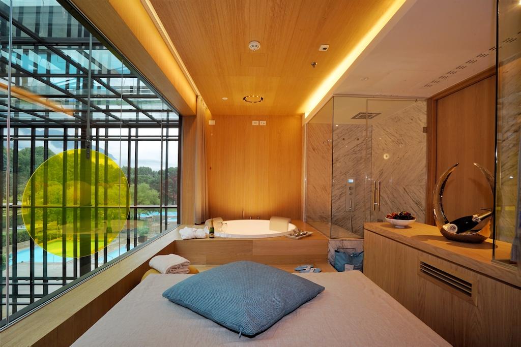Privates Spa-Vergnügen bereiten die neuen Pool-Suiten der Therme Meran