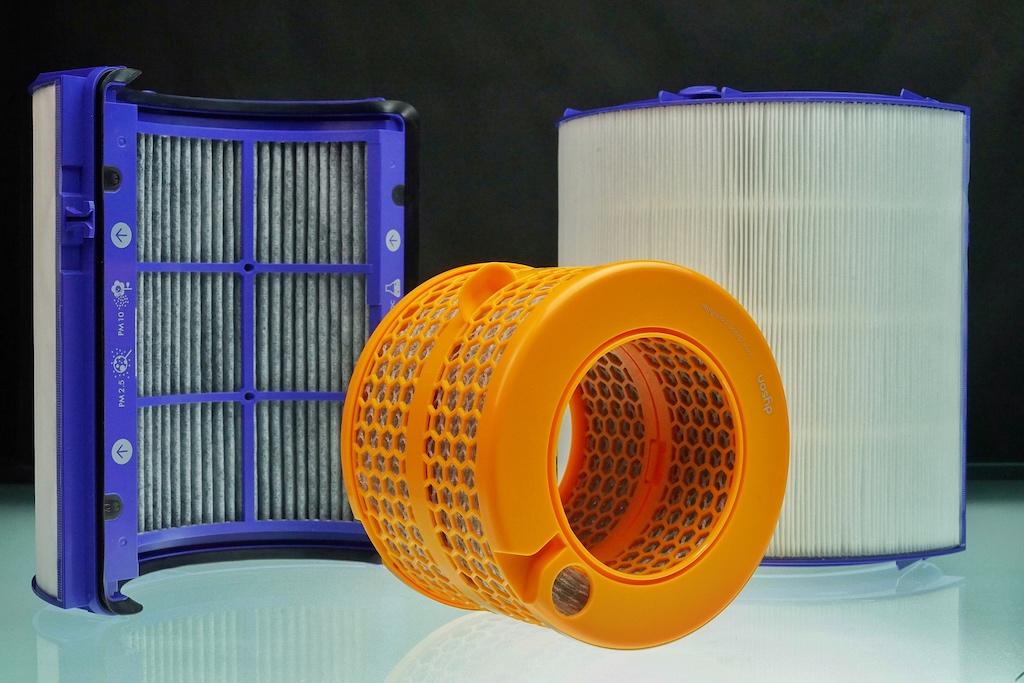 Über den Aktivkohlefilter werden Gase wie etwa Benzol und Stickstoffdioxid gefiltert und über das 3D-Luftnetz des Verdampfers wird das Bakterienwachstum gehemmt