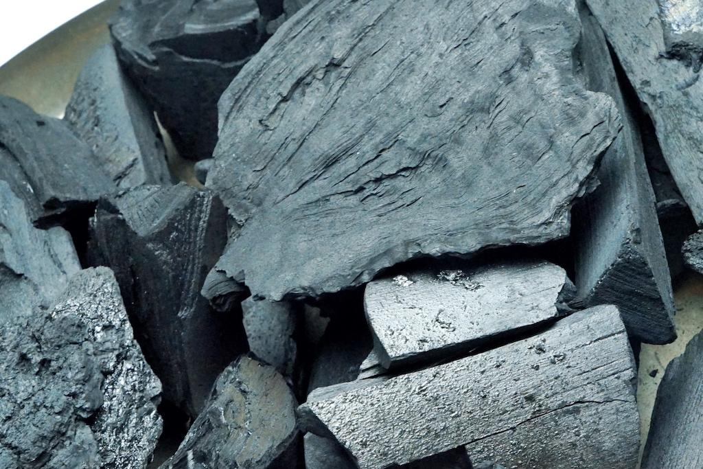 Holzkohle-Mischung aus Birke und Espe
