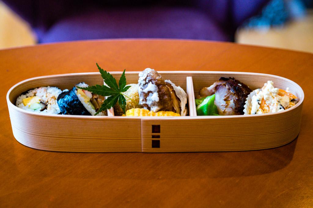 Von schöner Schlichtheit. Privat benutzen Japaner schöne Holzkästchen für ihre Bentos / © FrontRowSociety.net, Foto: Georg Berg