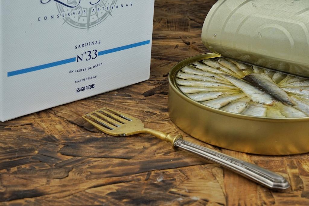 in der 265 Gramm Dose befinden sich bis zu 60 Sardinen